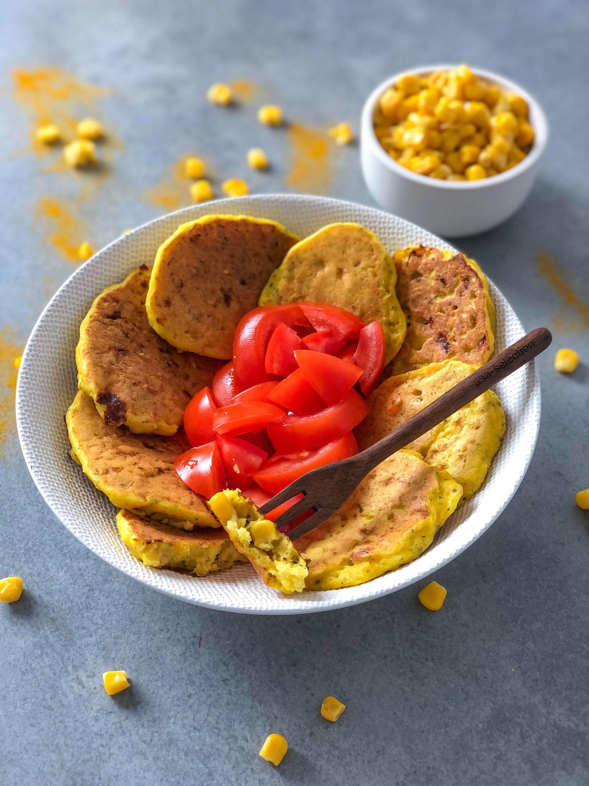 Przepis na zdrowe śniadanie: placuszki z kukurydzy i serka wiejskiego