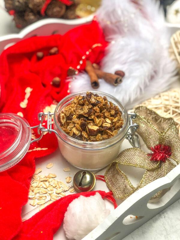 Granola piernikowa z patelni - zdrowy przepis na święta