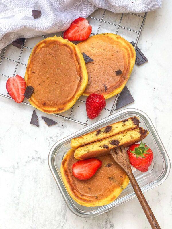 zdrowe wysokobiałkowe pancakes z czekoladą